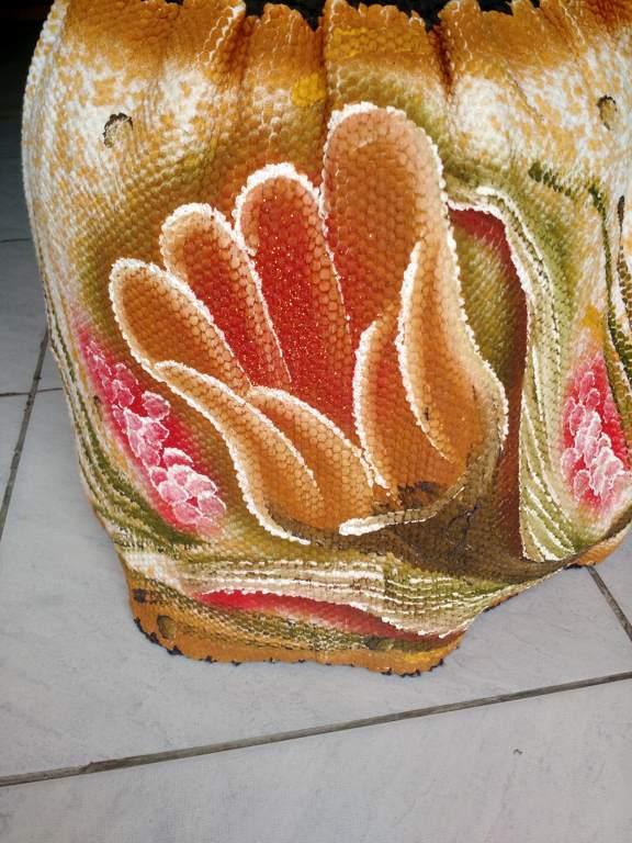 Capa para botijão de gás colorida com flor e croche 3