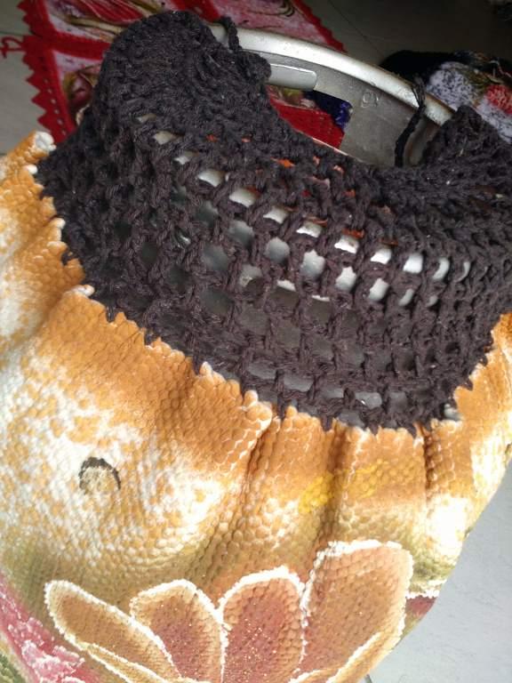 Capa para botijão de gás colorida com flor e croche 5