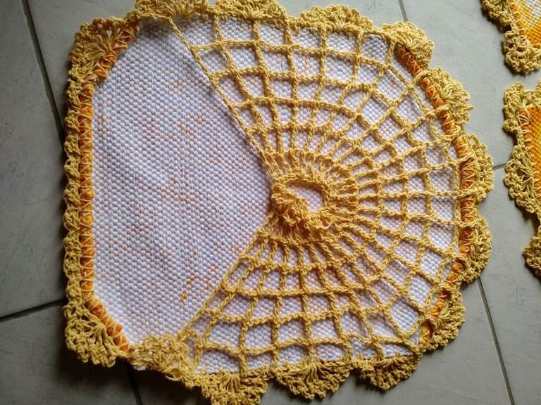 Jogo de tapete para banheiro floral amarelo 3 peças 3