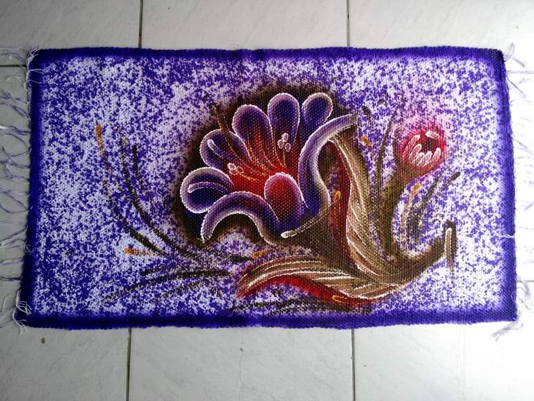 Tapete pequeno roxo com flor em algodão 1