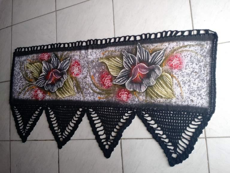 Bando de cortinas de croche preto com flor 1