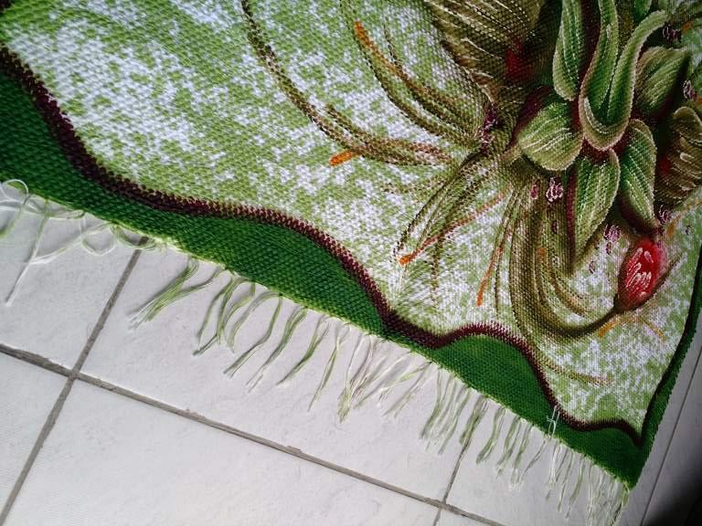Tapete medio verde com duas flores 3