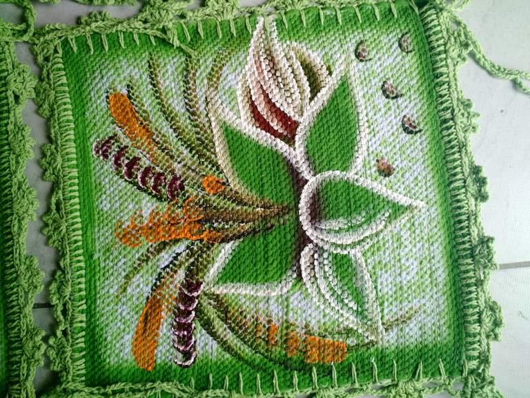 Jogo para mesa florido com 6 assentos de cadeira + trilho de mesa verde com crochê 3