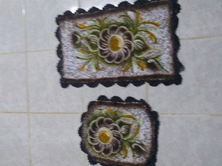 jogo de banheiro 2 peças com desenho de flor