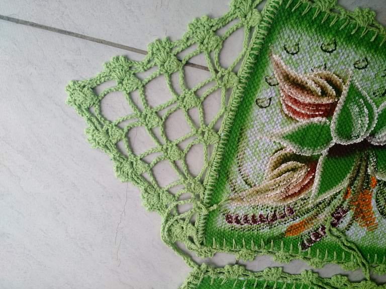 Jogo para mesa florido com 6 assentos de cadeira + trilho de mesa verde com crochê 5