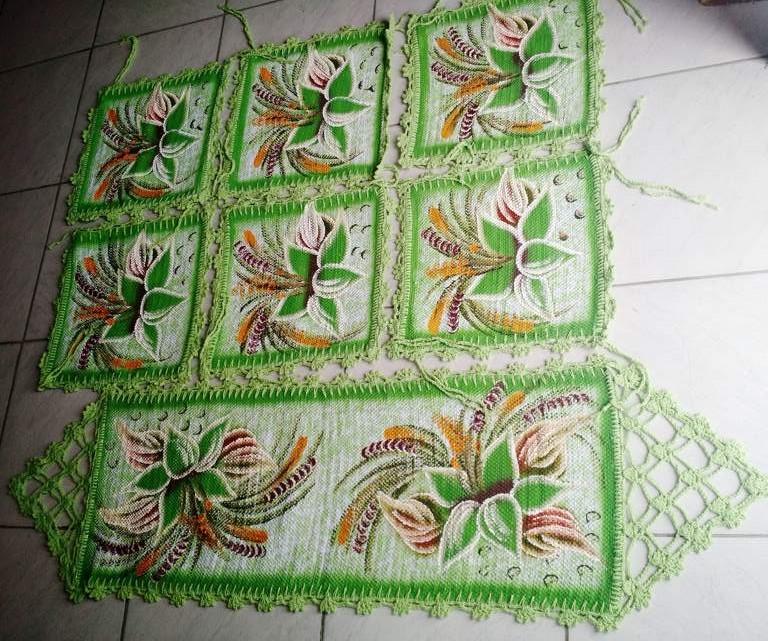 Jogo para mesa florido com 6 assentos de cadeira + trilho de mesa verde com crochê 1