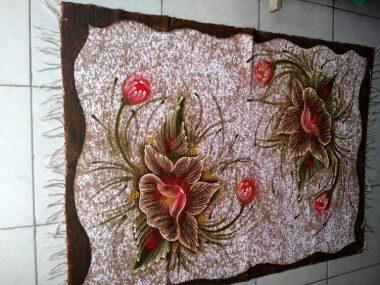 meia manta marrom duas flores