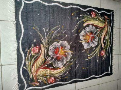 meia manta preta com duas flores