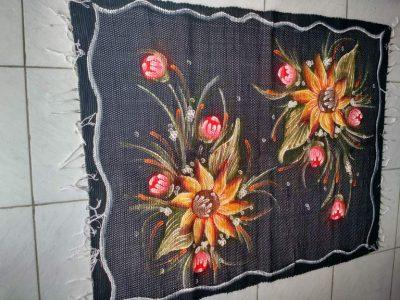 Tapete médio preto florido
