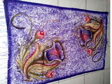 Tapete grande roxo florido