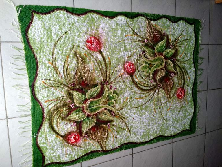 Tapete medio verde com duas flores 1