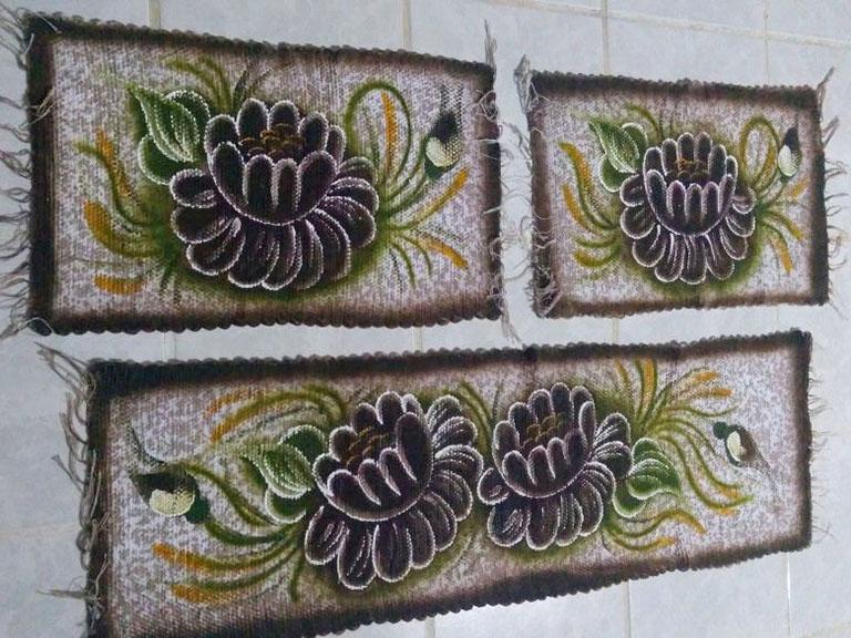 mini jogo de cozinha 3 peças pintado com duas flores marrom