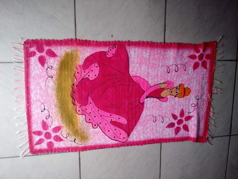 Tapete rosa infantil com princesa 1