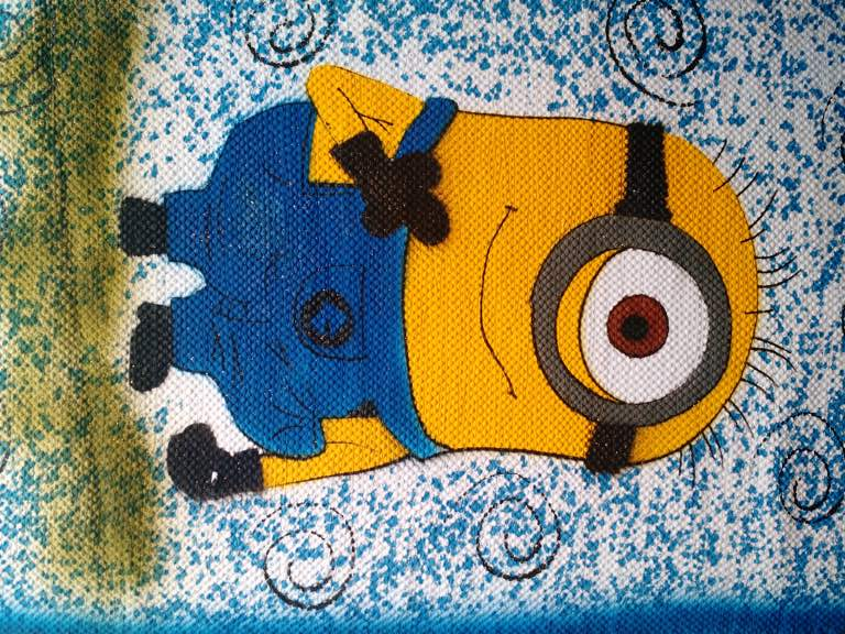 Tapete azul com personagem infantil dos Minions 3