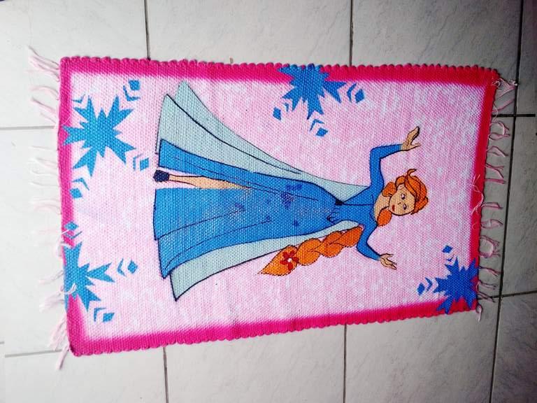 Tapete infantil rosa com princesa 1