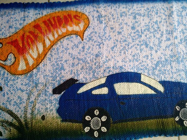 tapete infantil azul com carro hot wheels 5
