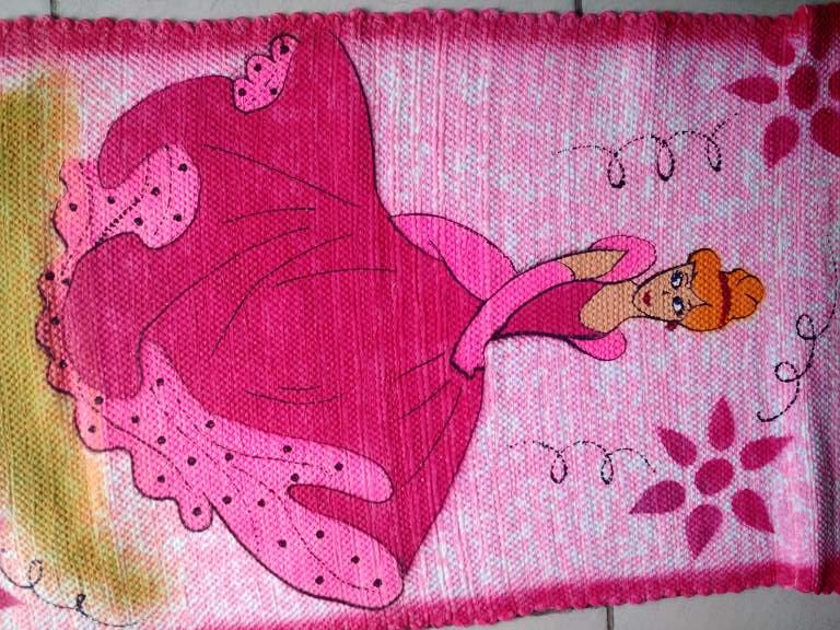 Tapete rosa infantil com princesa 5