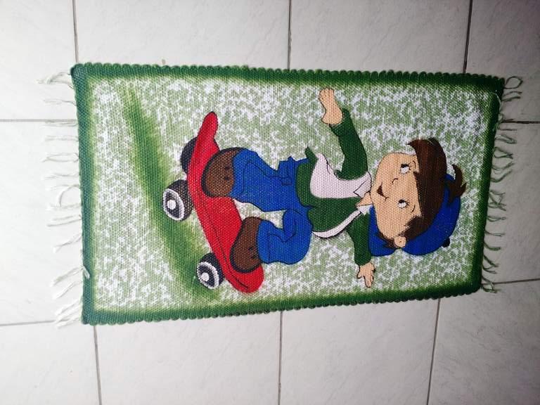 Tapete verde personagem infantil 1